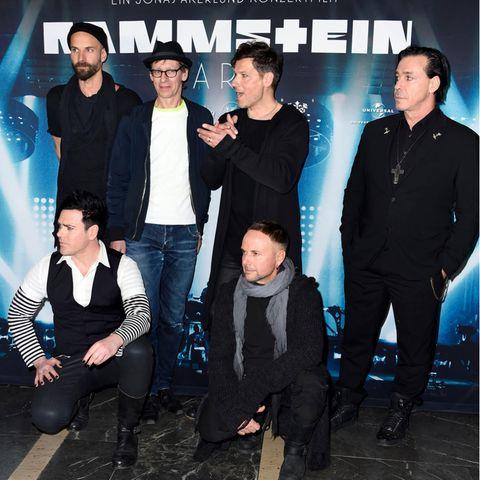 """Rammstein"" (v.l.n.r): Oliver Riedel, Christian Lorenz, Christoph Schneider, Till Lindemann (oben), Richard Kruspe und Paul Landers."