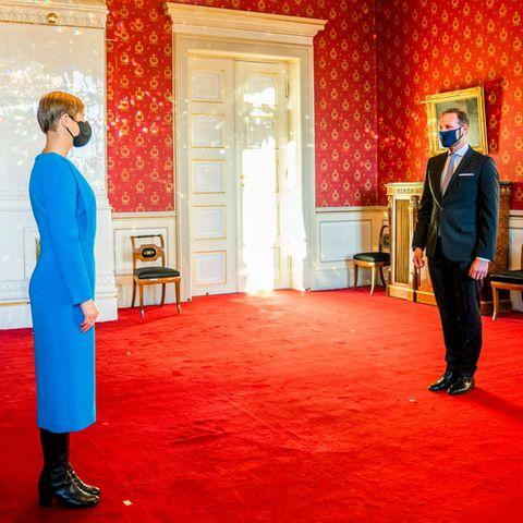 20. November 2020  Im königlichen Palast in Osloempfängt Prinz Haakon Estlands Präsidentin Kersti Kaljulaid. Unter strengen Corona-Hygienemaßnahmen hält der Kronprinz die Audienz stellvertretend für seinen Vater König Harald,der sich in Quarantäne befindet.