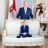 """21. November 2020  """"So stolz"""": Das sind die Worte, mit denenFürstin Charlène in einem neuen Instagram-Post Fotos ihrer Familie beschreibt. Auf einem eleganten Zweisitzer thront Prinz Jacques vor seinem Vater Fürst Albert. Für das Porträt haben Vater und Sohn die Outfits aufeinander abgestimmt."""