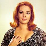 """Karin Dor, die alsKätherose Derr 1938 in Wiesbaden geboren wurde, zählte in den 1960er Jahren zu den populärsten Darstellerinnen des deutschen Unterhaltungskinos. Unter anderem war sie 1967 alsHelga Brandt in dem 007-Klassiker """"Man lebt nur zweimal"""" auf den Leinwänden zu sehen. Das Markenzeichen der damals 29-Jährige waren ganz klar ihre roten Haare."""