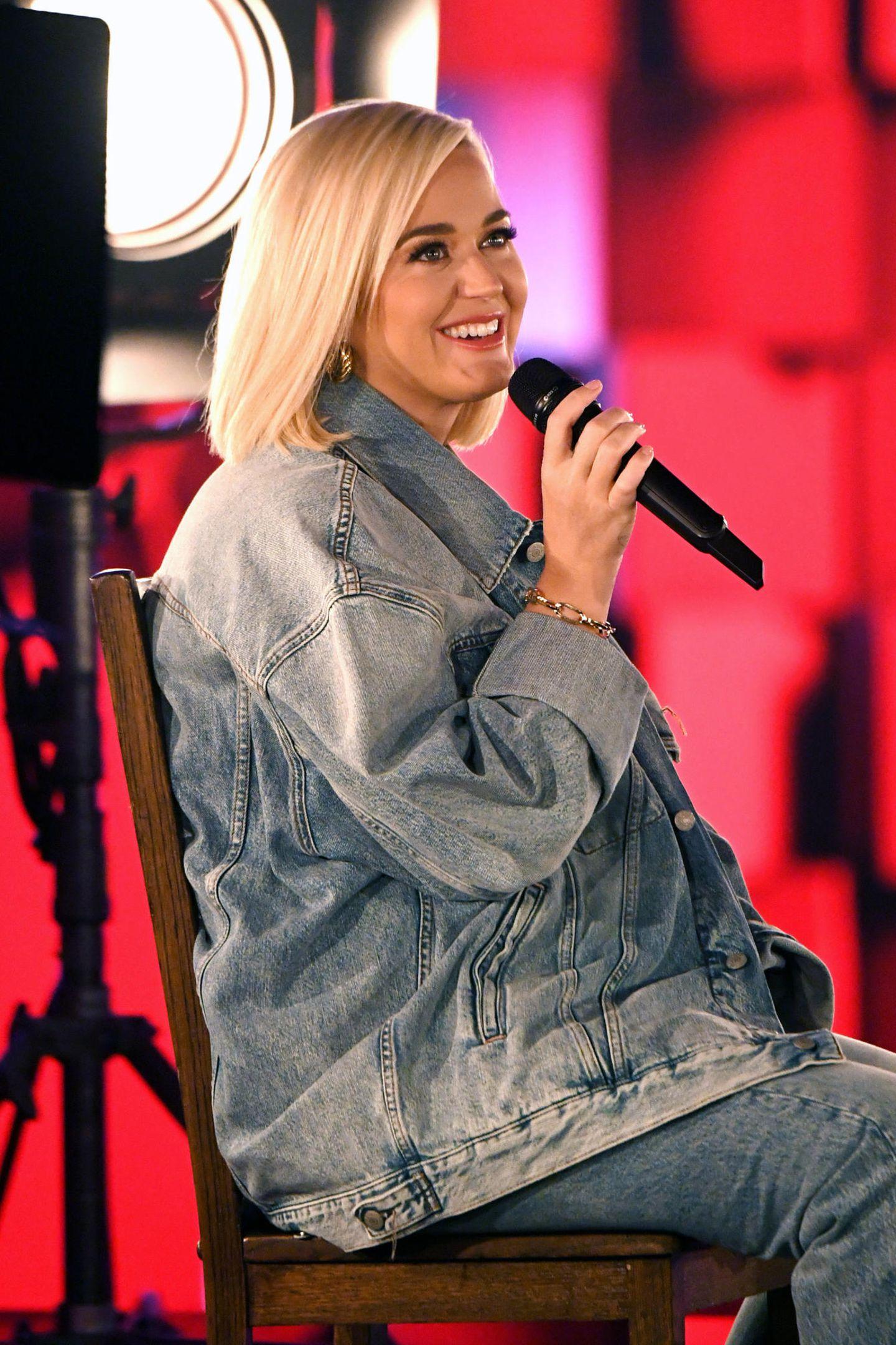 """Ihre diesjährige Performance bei den American Music Awards widmete Katy Perry nämlich ihm, dem Pastor Keith Hudson. """"Only Love"""" ist ja auch ein passender Titel für eine Hommage an den Papa."""