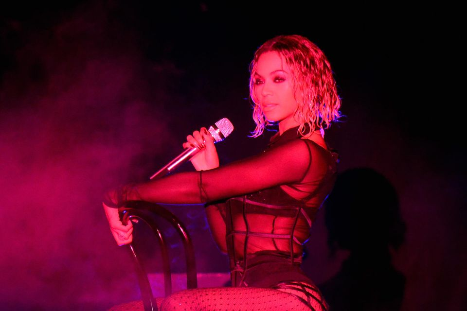 Ist nicht Jennifer Lopez - sondern Beyoncé bei den Grammy's 2014.