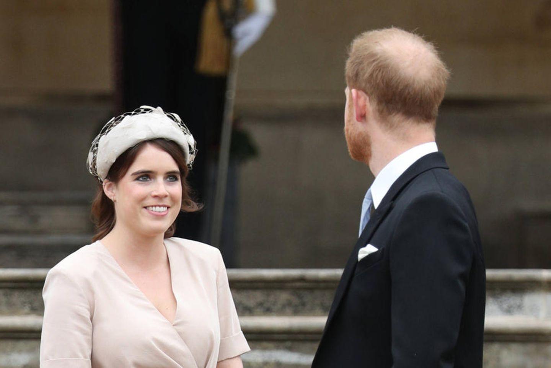 Prinzessin Eugenie und Prinz Harry im Mai 2019 bei einer Garten-Party im Buckingham Palast.