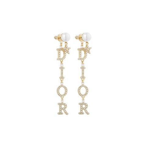 Mit hochwertigem Schmuck macht man nie etwas verkehrt. Mit diesen glitzernden Statement-Ohrringen von Dior noch weniger. So schön, dass wir sie eigentlich direkt selbst behalten möchten. Ca. 770 Euro.