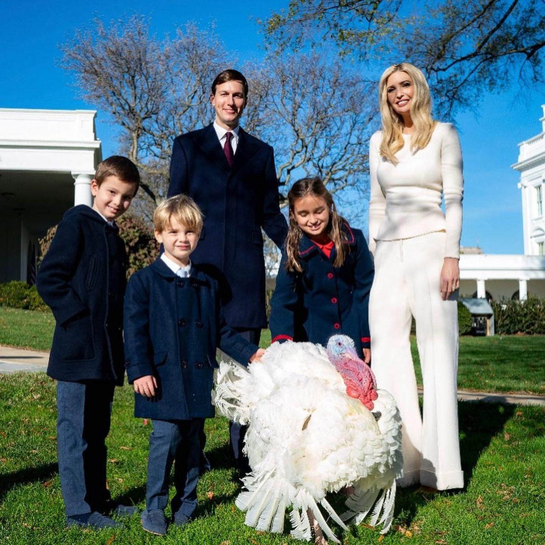 Ivanka Trump läutet Thanksgiving-Feierlichkeiten in Weiß ein