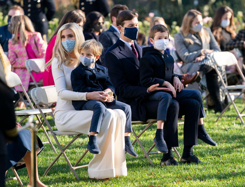 Ivanka Trump trägt eine Maske