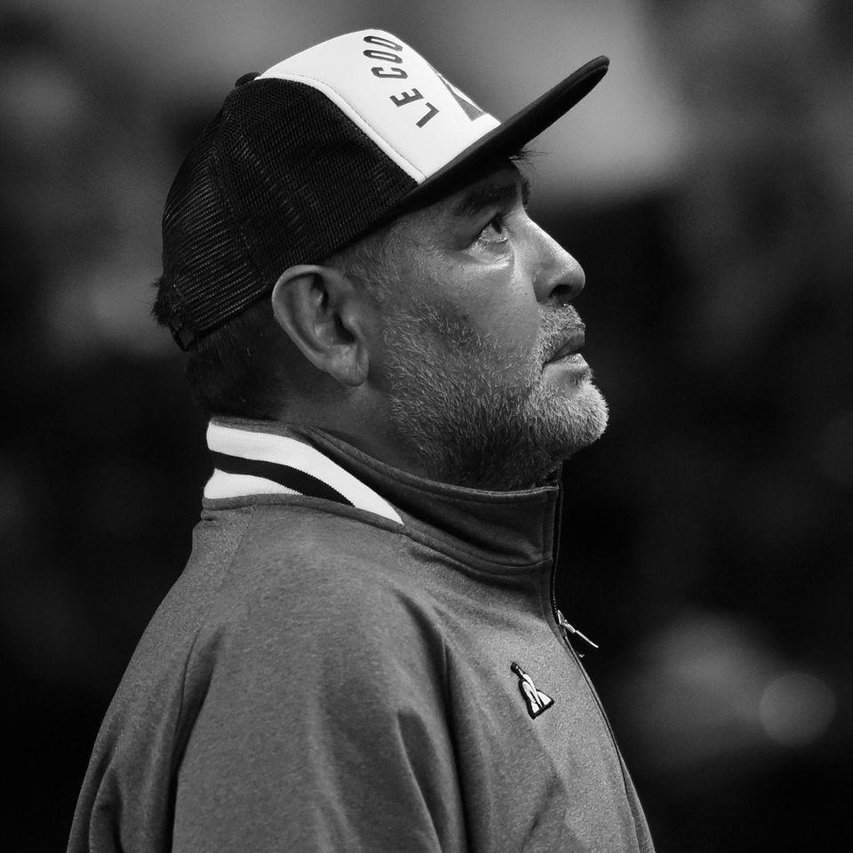 Diego Maradona (†60)