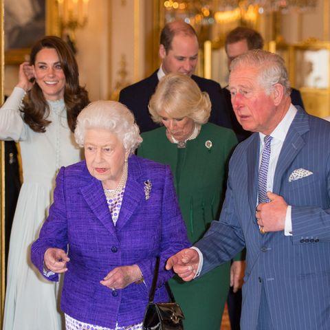 """Täglich erhält Queen Elizabeth in einem mit rotem Leder bezogenen Holzköfferchen - der """"Dispatch Box"""" - nur für sie als Staatsoberhaupt bestimmte Informationen zu den Regierungsgeschäften."""