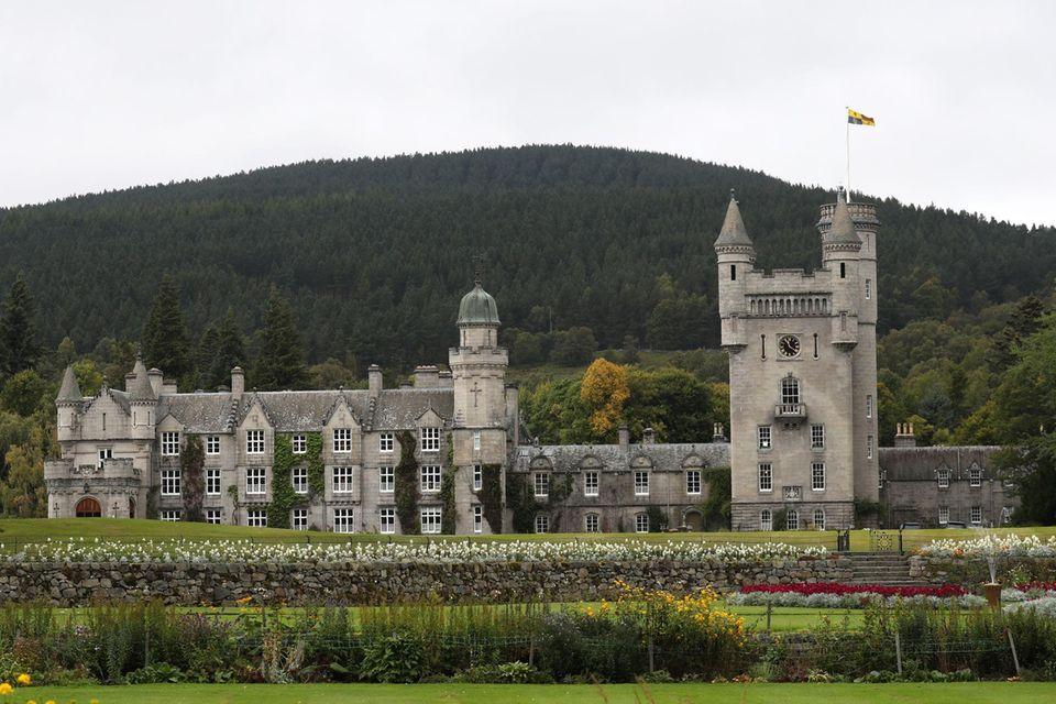 Auf Schloss Balmoral in Schottland verbringt die Queen ihre Sommer.