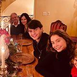 Catherine Zeta-Jones hat alle ihre Liebsten zu Hause am Esstisch versammelt und feiert mit der Familie ein dankbares Thanksgiving 2020.