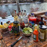 """Eine etwas andere Art der Thanksgiving-Party feiert Dwayne """"The Rock""""Johnson mit einer Outdoor-Bar mit jeder Menge Tequila."""
