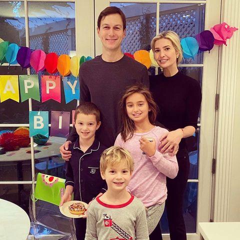 Jared Kushner und Ivanka Trump starten mit ihren Kindern Joseph,Arabella und Theodore (vorne) in ein neues Leben.
