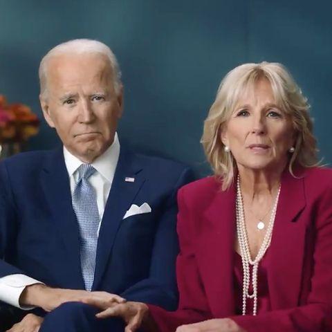 Joe und Jill Biden sprechen an Thanksgiving auf Twitter zu ihrem Mitbürgern.