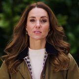 """Herzogin Catherine stellt auf Instagram in kurzen Videos die Ergebnisse ihres Herzensprojektes""""5 Big Insights'"""" vor- """"eine bahnbrechende Umfrage inGroßbritannien"""", die darauf abziele, """"das Leben künftiger Generationen zu verändern."""" In einem Video sieht man Kate lässig mit Parka zu einem weißen Pullover ..."""