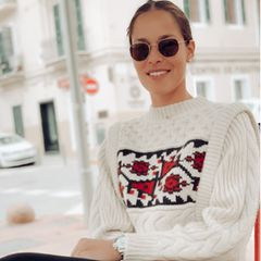 """Im coolen Winterpulli und mit Sonnenbrille verrät Ana Ivanovic ihr liebstes Frühstück: Eier und Avocado. """"Voller Proteine und guter Fette,"""" wie sie schreibt."""