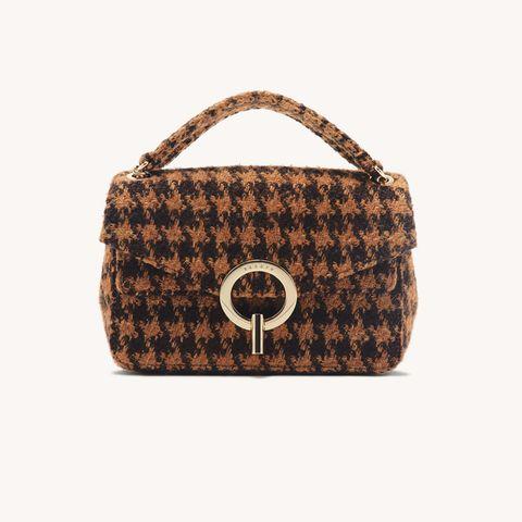 Für diese Tasche findet sich doch bestimmt noch ein Platz auf ihrer Weihnachtswunschliste! Die braun-schwarze Tweedtasche des französischen Labels Sandro ist nämlich der perfekte Wegbegleiter für die Winterzeit. Zeitlos, hochwertig und super elegant. Was wollen wir mehr? Ca. 245 Euro.
