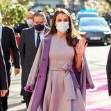 Seit dem 19. Juni 2014 ist Letizia an der Seite von Felipe Königin von Spanien. In diesem Amt hat sie bereits unzähligeTermine und offizielle Reisen hinter sich gebracht - und in diesem Zuge auch den ein oder anderen Fashion-Faux-Pas professionell gemeistert. Der hochgeklappte Saum ihres Carolina Herrera Kleides während ihres Auftrittes auf der Awardverleihung in Valencia dürfte sie im Nachhinein daher nur bedingt gestört haben.