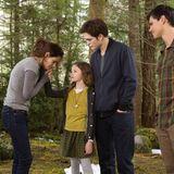 """Erst arbeitet Mackenzie Foy als erfolgreiches Kindermodel. Doch im Jahr 2011 gelingt der damals Elfjährigen der große Durchbruch als Kinostar. Im letzten Teil der """"Twilight""""-Saga """"Breaking Dawn"""" spielt sie """"Renesmée"""" - die Filmtochter von """"Bella"""" und """"Edward""""."""