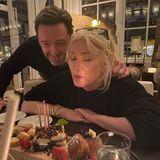 """30. November 2020  Hugh Jackman macht seiner Frau Deborra-Lee Furness eine süße Überraschung zum Geburtstag und die schönste Liebeserklärung gibt es auf Instagram gleich dazu: """"Herzlichen Glückwunsch zum Geburtstag an meine unglaubliche Frau. Ihr Mut, ihr Witz, ihre Offenheit, ihre Loyalität, ihre Kreativität, ihre Lebensfreude, ihre Frechheit und ihre Spontanität inspirieren mich jeden Tag. Ich liebe dich so viel mehr, als jede Bildunterschrift vermitteln kann."""""""