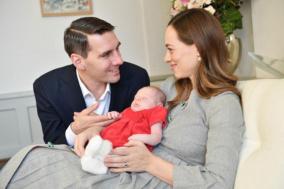 Nicholas und Alina-Marie von Rumänien mit ihrem Baby