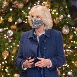 Vielleicht findet Camilla imSouvenirshop ja eine Kleinigkeit, die sie ihrem Charles unter den Weihnachtsbaum legen kann. Frohes vorläufiges Fest!