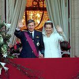 4. Dezember 1999  Vor 21 Jahren wurde aus der schönen Aristokraten-Tochter Mathilde d'Udekem d'Acoz Prinzessin Mathilde. Die Hochzeit mit Kronprinz Philippe, dem späteren König der Belgier, war die letzte royale Hochzeit des 20. Jahrhundert und wurde mit über 1700 Gästen in der KathedraleSt. Michael und Gudula in Brüssel gefeiert.