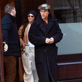 15. Januar 2020  Was für ein lässiges Paar! Camila Alves und Matthew McConaughey sehen beim Verlassen ihres New Yorker Hotels ganz schön stylisch aus - sie mit cooler Anzughose, Mütze und Mantel und Matt mit Schiebermütze und kuscheligem Teddy-Coat.