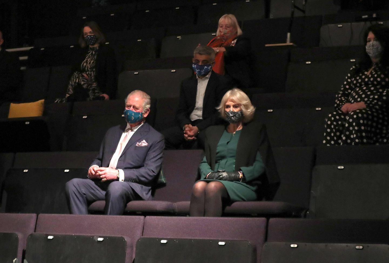 """Erst besucht das Paar in Begleitung von Bürgermeister Sadiq Khan eine Probeaufführung des """"Soho Theatre"""" im beliebten Ausgehviertel Soho."""