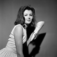 """2. Dezember 2020: Pamela Tiffin (78 Jahre)  Mit ihrer Rolle als Scarlett Hazeltine in Billy Wilders Hollywood-Klassiker """"Eins, zwei, drei"""" wurde sie weltberühmt und arbeitete u.a. mit Burt Lancaster und Paul Newman. Die Todesursache ist bisher nicht bekannt."""