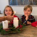 6. Dezember 2020  Die erste Adventskerze haben letzten Sonntag Prinzessin Victoria und ihre Liebsten angezündet. Mit derzweiten Kerze auf dem royalen Kranz sind Prinzessin Madeleine und ihre Kids Leonore,Nicolas undAdrienne an der Reihe. Und Papa Christopher O'Neill macht das Foto dazu.