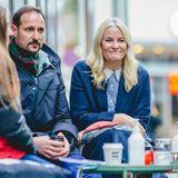 Aufmerksam lauschen Haakon und Mette-Marit den Sorgen ihrer Mitbürger. Die Corona-Krise ist auch für die norwegischen Gastronomen eine große Herausforderung.