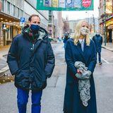 6. Dezember 2020  Schöne Überraschung! Nach 2 Monaten zeigt sich Prinzessin Mette-Marit endlich wieder bei einem offiziellen Termin. Zusammen mit Prinz Haakon macht sie einen Adventsspaziergang durch Oslo.