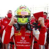 6. Dezember 2020  Mick Schumacher hat jedenGrund zum Feiern.Er hat in Bahrain nämlich gerade die Formel 2 gewonnen. Wir gratulieren!
