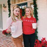 Klassisch, elegant und natürlich: Reese Witherspoon und ihre Tochter Ava Phillippe dekorieren ihr Haus mit einer schlichten Tannengirlande und zahlreichen roten Weihnachtssternen.