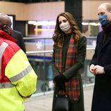 William und Kate nutzen die Tour, um sich bei den sogenannten Corona-Helden der Pandemie - also den Mitarbeitern systemrelevanter Berufe - zu bedanken.