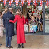 Kurz darauf macht das royale Paar im Vorort Twerton noch mehr Menschen glücklich. Im Pflegeheim Cleeve Court warten die Senioren bereits sehnsüchtig auf das Eintreffen von Prinz William und Herzogin Catherine.
