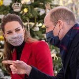Während eines Gesprächs im Seniorenheim im englischen Bath witzelt William herum und Kate lächelt ihn verliebt an.