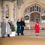 Beim Abschluss ihrer Reise treffen Herzogin Catherine und Prinz William auf Prinz Edward und seine Frau Sophie, auf Queen Elizabeth, Prinz Charles, Herzogin Camilla und Prinzessin Anne. Gemeinsam bedanken sie sich bei den Helfern im Kampf gegen die Corona-Pandemie.