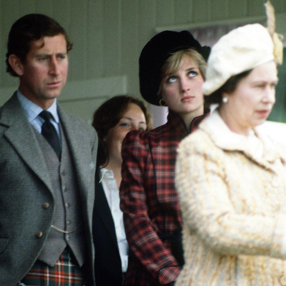 Prinz Charles, Prinzessin Diana und Queen Elizabeth.