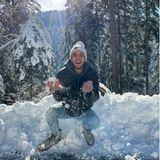 """8. Dezember 2020  Sänger Luca Hänni könnte wohl gerade glücklicher nicht sein. Schwer verliebt genießt er mit Ex-""""Let's Dance""""-Tanzpartnerin und Freundin Christina Luft das Winterwonderland in der heimischen Schweiz."""