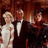 """In dem Bond-Film """"Sag niemals nie"""" aus dem Jahr 1983 gab es gleich zwei Bond-Girls, die an der Seite von Sean Connery spielten.Fatima Blush wird von Barbara Carrera dargestellt. Das Bond-Girl Domino Petachi, das sich mit Bond verbündet, spielt Kim Basinger (links)."""