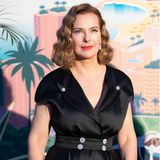 In den 80er und 90er Jahren war die hübsche Französin ein Werbegesicht für Chanel. Kein Wunder: Ihr ausdrucksstarkes Gesicht und die leicht angedeuteten Katzen-Augen machen die 63-Jährige bisheute zum Hingucker auf jedem Red-Carpet.