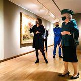 8. Dezember 2020  Es ist ihr erster Auftritt außerhalb des Palastes seit Mitte August dieses Jahres. Prinzessin Beatrix, die ehemalige Königin der Niederlande, besucht eine Ausstellungseröffnung in Dordrecht.