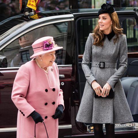 Queen Elizabeth + Herzogin Kate