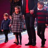 """Zuletzt hat man das Herzogspaar von Cambridge mit ihren drei Kindernzusammen offiziell auf dem Balkon der """"Trooping the Colour""""-Geburtstagsparade der Queen im Juni 2019 gesehen."""