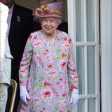 Schließlich gehören Blumen-Kleider zu den Lieblingslooks der heute 94-Jährigen.