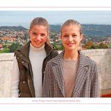 Prinzessin Sofia und Prinzessin Leonor posieren für die Weihnachtskarte ihrer Familie.