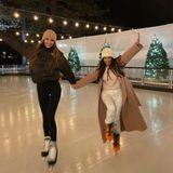 Warm und stilvoll eingepackt, vergnügen sich Kendall Jenner und Kourtney Kardashian auf einer privaten Eislaufbahn.