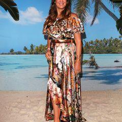 """... auf einen figurbetonten Schnitt, der zusätzlich mit einem Taillengürtel eine schlanke Sanduhr-Form zaubert. Aber es ist nicht allein der vorteilhafteSchnitt des Kleides, den die1,78 Meter großeUnternehmerin für ein Event im August 2020 gewählt hat, der sie so schlank wirken lässt. Danahat auch seit Sommer rund 14 Kilogramm abgenommen, wie sie jetzt verrät. Wie sie das geschafft hat? Gegenüber """"Bild"""" sagt das ehemalige Model: """"Ich esse nur noch das, was mein Körper braucht. Ich habe dadurch ein Kilo pro Woche abgenommen."""" Auch trinkt siedrei Liter Wasser am Tag und geht 30 bis 40 Minuten spazieren."""