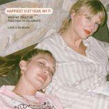 """Mit diesem privaten Schnappschuss gratuliert Gigi Hadid Popstar Taylor Swift zum Geburtstag. Dazu schreibt das Model: """"Wünschte, wir könnten das zusammen feiern. Liebe dich so sehr"""". Die beiden verbindet seit mehreren Jahren eine tiefe Freundschaft."""